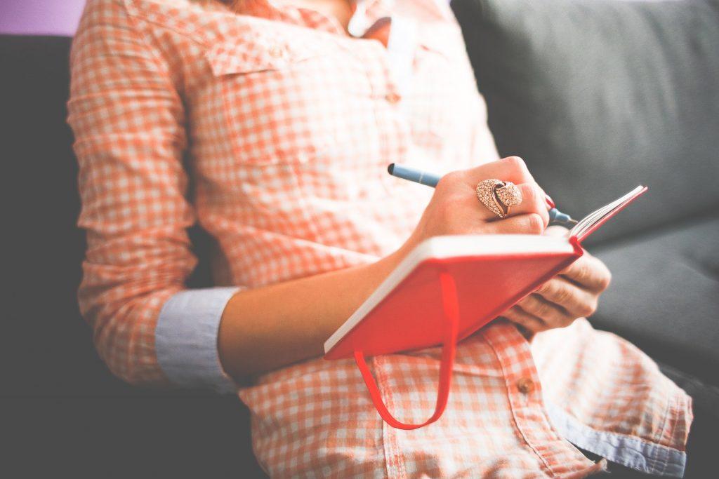 การเขียนนิยาย VS การเขียนบทละคร เรื่องทั่วไป เกร็ดความรู้รอบตัว เทคนิคต่างๆ สาระน่าสนใจ การเขียนนิยาย การเขียนบทละคร