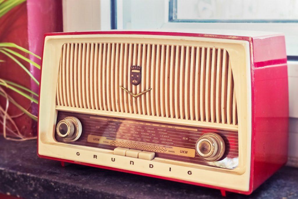 คุณเคยนอนฟังวิทยุในท่าใดบ้าง เรื่องทั่วไป เกร็ดความรู้รอบตัว เทคนิคต่างๆ สาระน่าสนใจ ท่านอนฟังวิทยุ